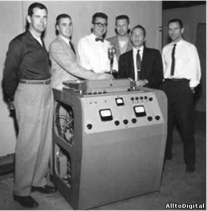 Первый в мире видеомагнитофон фирмы Ampex